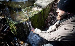 La peligrosa moda del agua 'cruda'