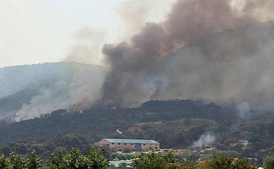 Sin control el incendio que afecta al suroeste de la Comunidad de Madrid