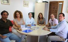 El Ayuntamiento se reúne con la asociación de empresarios