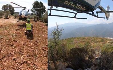 Doble rescate en helicóptero de varios senderistas en Istán