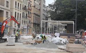 El Ayuntamiento instala una zona de pérgolas junto a La Equitativa