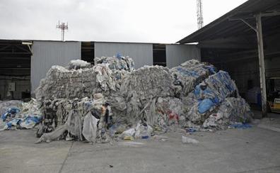 Una empresa malagueña recicla bolsas de plástico para hacer tuberías de riego