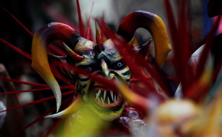 Corpus Christi ilumina el casco viejo de Panamá: niños, danzas folclóricas y vestidos de diablos