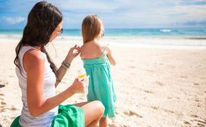 Sanidad da la razón a la OCU, pero también a las empresas, en la polémica sobre la protección de dos cremas solares