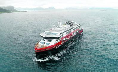 Noruega estrena el barco híbrido 'MS Roald Amundsen', el más verde del mundo