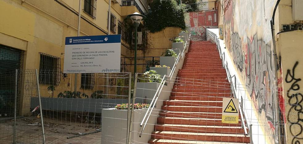 Escalera de la calle Ferrándiz a Pinosol: un acceso cortado desde hace meses