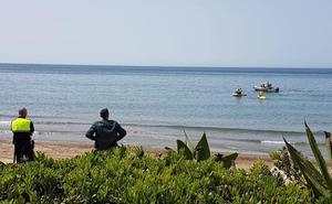 Hallan el cuerpo sin vida de una mujer en una playa de Marbella