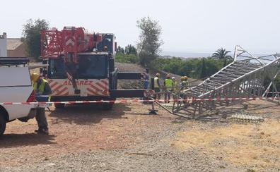 Concluye la obra para eliminar la línea de alta tensión de Xarblanca con el derribo de la última torreta