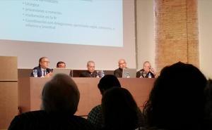 El Obispado no obligará a cursar tres años de Teología a los hermanos mayores de las cofradías