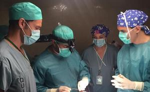 El Hospital Costa del Sol inicia la implantación de prótesis para recuperar la voz