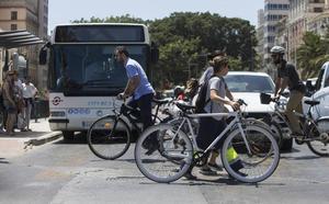 El transporte público y la nueva movilidad frenan al coche