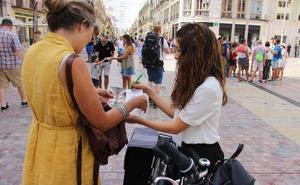 Un nuevo servicio de información en bibicleta atiende a los turistas en la capital