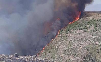 Logran controlar el fuego de Almería después de que calcinara 1.200 hectáreas
