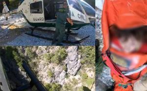 Espectacular rescate en helicóptero en Frigiliana