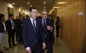 Juanma Moreno asiste hoy a la constitución de la Diputación, que elegirá presidente a Salado