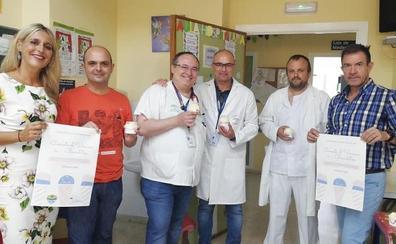 Reparten helados gratis a los niños ingresados en el Hospital Comarcal de la Axarquía