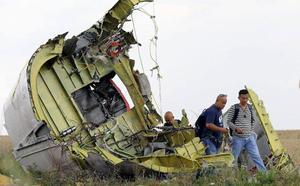 Los familiares de las víctimas del avión malasio derribado hace cinco años en Ucrania exigien justicia