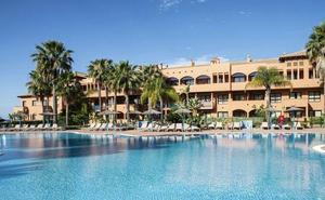 Salvan in extremis a dos niñas que se ahogaban en dos piscinas de hoteles