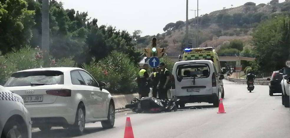 Una moto y un turismo, implicados en un accidente en la avenida Valle-Inclán