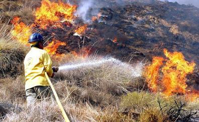 Convocan 120 plazas de bombero para el Plan Infoca