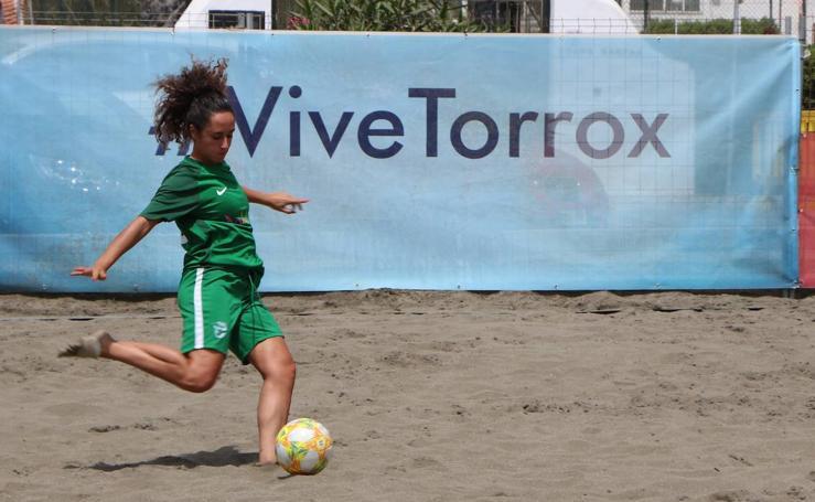 El mejor fútbol playa femenino de España se juega en Torrox