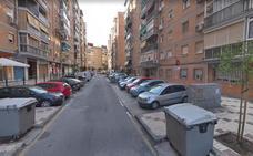 Detenido en Málaga por agarrar por el cuello, golpear y lanzar contra un banco a su pareja