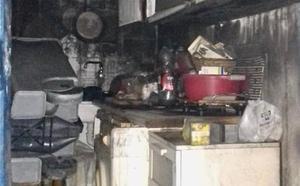 Desalojados una veintena de vecinos por un incendio en Vélez-Málaga