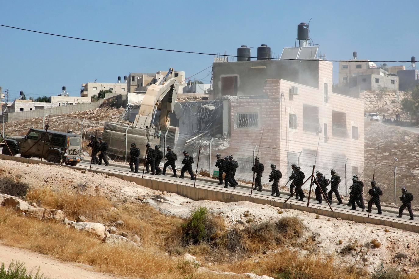Israel derriba decenas de viviendas palestinas bajo jurisdicción de la ANP