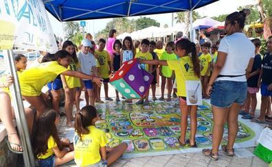 Promueven una campaña informativa en los cinco municipios costeros de la Axarquía para fomentar el reciclaje de envases