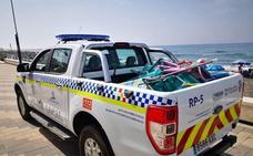 La Policía Local de Torrox reactiva la retirada de enseres para reservar sitio en las playas