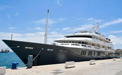 El megayate Boadicea hace escala en el Puerto de Málaga
