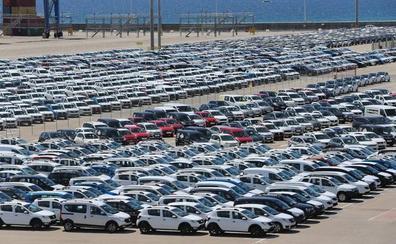 El tráfico de contenedores y de coches llevan al Puerto de Málaga a su mejor momento en años
