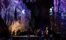 El alcalde de Nerja respalda la medida de suprimir las actuaciones del Festival en el interior de la Cueva