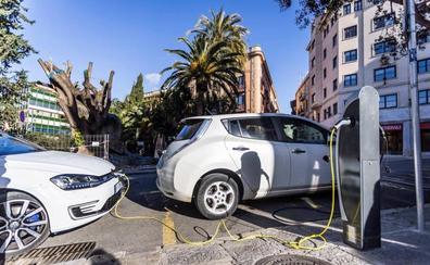 La venta de coches en Málaga baja otro 23% en julio por las dudas de los conductores