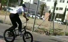 Detienen en Estepona a un joven que distribuía droga en una bicicleta BMX