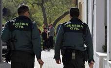 Detenidos dos vecinos de Nerja tras ser interceptados en una embarcación con más de 500 kilos de hachís