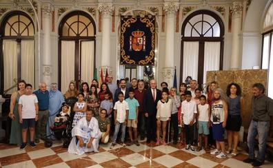 51 niños saharauis pasarán el verano en Málaga con familias de acogida