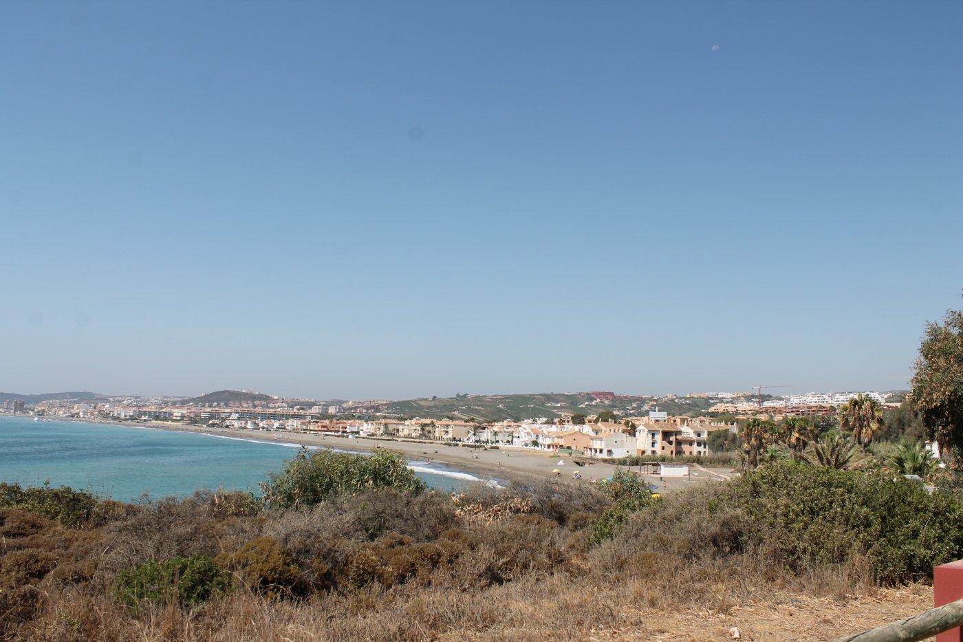 Manilva y Casares: la costa (del Sol) más al oeste