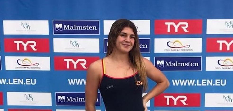 La malagueña María Claro, campeona de Europa júnior en aguas abiertas