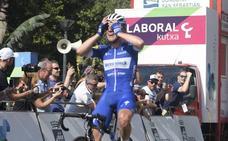 Evenepoel gana con 19 años la clásica de San Sebastián