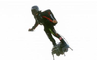 El héroe volador logra cruzar el Canal de la Mancha