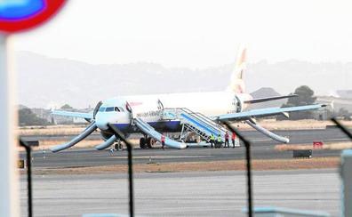 Diecinueve heridos durante el aterrizaje de avión con fuego en uno de los motores en Valencia