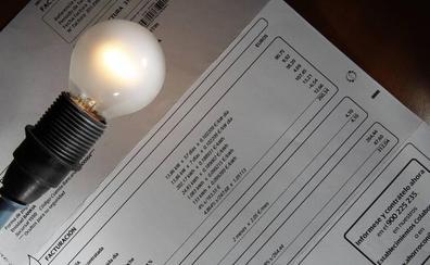 Los hogares, obligados a pagar 11 euros al coger la tarifa nocturna para ahorrar dos euros al mes
