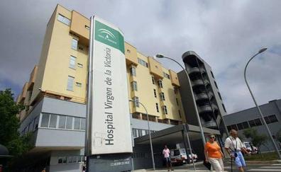 Hospitalizadas cuatro personas por un accidente entre dos turismos y una moto en Cártama