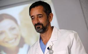El cirujano Pedro Cavadas deja la sanidad pública: «No doy abasto»