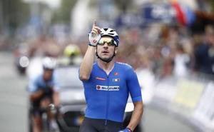 Viviani se corona campeón en un esprint con Lampaert