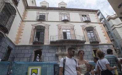 El hotel de la calle Granada deja ver la restauración de sus pinturas murales del barroco