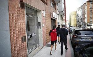 Acude a la comisaría de Gijón a denunciar una agresión y la arrestan por abandonar a sus hijos