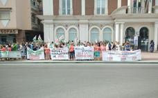Protestan por el despido de las diez trabajadoras de la guardería pública de Torrox