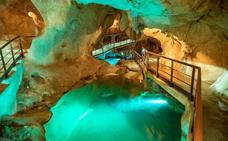 La Cueva del Tesoro de Rincón de la Victoria registra un récord de visitas con 1.387 personas en un día
